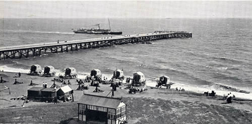 Paddle steamer about to berth at Southwold Pier in the early years of the 20th Century