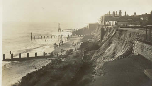 1906 Storm damage to cliff in front of Sailors' Reading Room